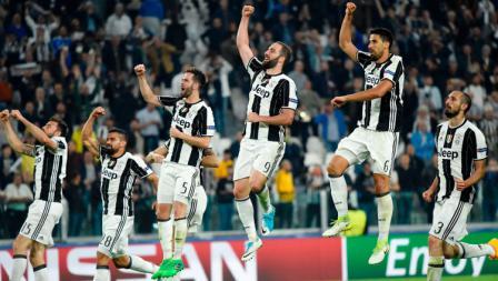 Aksi selebrasi para pemain Juventus setelah memastikan diri lolos ke babak semifinal Liga Champions 2016/17.