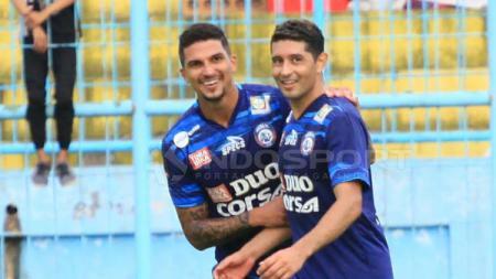 Arthur Cunha (kiri) dikabarkan akan kembali ke Arema FC. - INDOSPORT