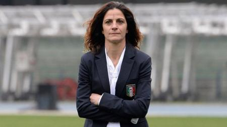 Patrizia Panico pelatih Tim Nasional Italia U-16. - INDOSPORT