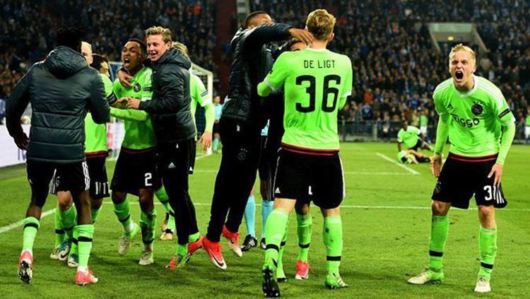 Ajax Amsterdam sukses lolos ke semifinal Liga Europa. Copyright: Twitter @OnefootballEN