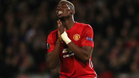 Paul Pogba tampak kecewa saat tendangan saltonya gagal membuahkan gol. - INDOSPORT