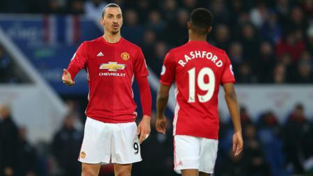 Zlatan Ibrahimovic (kiri) bersama dengan Marcus Rashford. - INDOSPORT