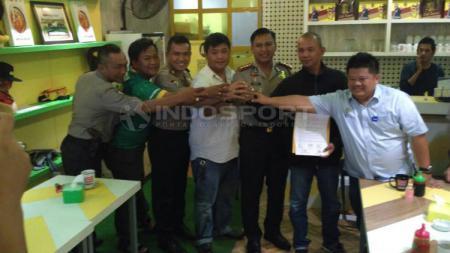 Tiga pendukung Sriwijaya FC ikrar damai - INDOSPORT