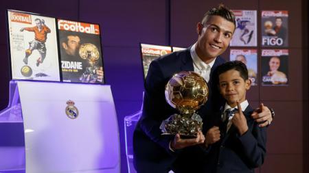 Cristiano Ronaldo bersama sang putra, Cristiano Ronaldo Jr. - INDOSPORT