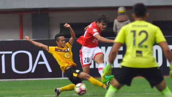 Kerasnya Duel Persija Jakarta vs Barito Putera