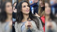 Indosport - Mantan pemain Manchester City, Bacary Sagna, punya sosok pendamping yang cantik jelita bernama Ludivine Kadri.