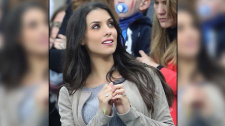 Mantan pemain Manchester City, Bacary Sagna, punya sosok pendamping yang cantik jelita bernama Ludivine Kadri. - INDOSPORT