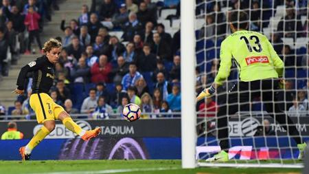Antoine Griezmann membobol gawang Espanyol. - INDOSPORT