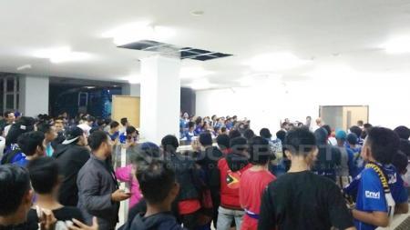 Bobotoh penuhi area media center dan mix zone Stadion Pakansari, Bogor. - INDOSPORT