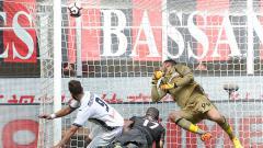 Indosport - Pemain Empoli, Levan Michedlidze menjebol gawang AC Milan.