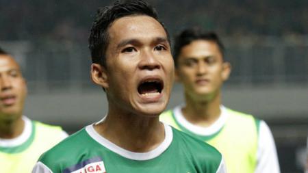 Erwin Ramdani menjadi salah satu pemain lokal yang dirumorkan bakal bergabung dengan Persib Bandung untuk mengarungi kompetisi Liga 1 musim 2019. - INDOSPORT