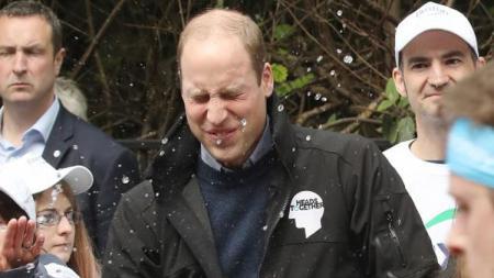 Pangeran William selama ini memang dikenal sebagai penggemar klub sepak bola Aston Villa. - INDOSPORT
