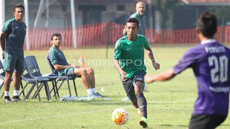 Timnas Indonesia U-22 saat beruji coba dengan Persita Tangerang. - INDOSPORT