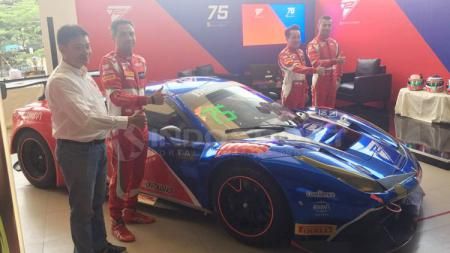 Tim T2 Motorsports dengan mobil Ferrari 488 GT3. - INDOSPORT