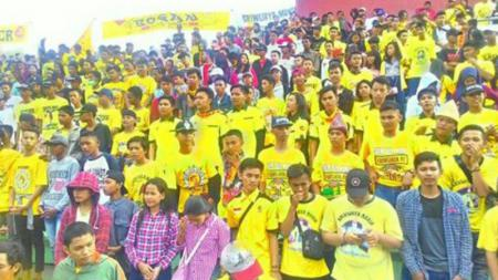 S-Man menyambut antusias manajer baru Sriwijaya FC. - INDOSPORT