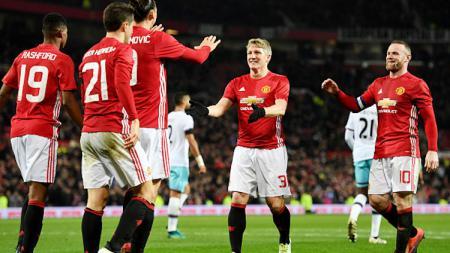 Selebrasi pemain Manchester United saat melawan West Ham United di Stadion Old Trafford. - INDOSPORT