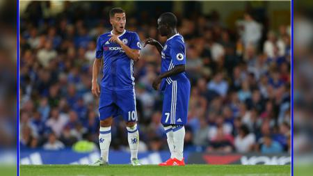 Dua pemain bintang Chelsea, Eden Hazard (kiri) dan N'Golo Kante. - INDOSPORT