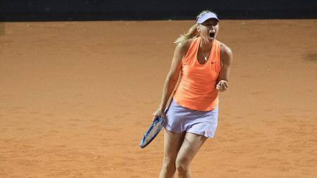 Maria Sharapova merayakan kemenangannya. - INDOSPORT