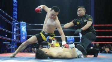 Harada tumbang setelah dihajar kungfu China. - INDOSPORT