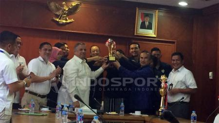 Suasana sambutan yang diberikan kepada Jakarta Elektrik PLN. - INDOSPORT