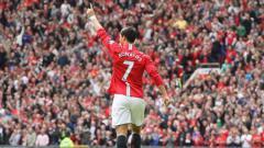 Indosport - Cristiano Ronaldo saat masih berseragam Manchester United menggunakan nomor punggung 7. Chris Coleman/Manchester United via Getty Images.