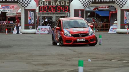 Dua wakil Indonesia jadi yang terdepan di Kejuaraan Muba Asia Auto Gymkhana di Sirkuit Skyland, Minggu (01/12/19). - INDOSPORT