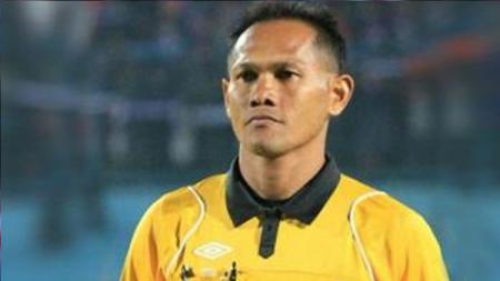 Salah satu wasit di kompetisi Liga 1 2017, Iwan Sukoco. - INDOSPORT
