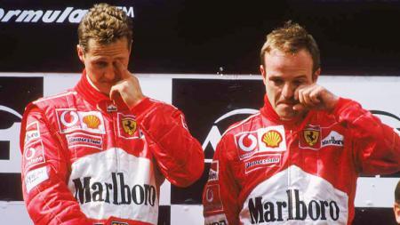 Legenda Formula 1 (F1), Michael Schumacher (kiri), mengendarai 412 T2 saat pertama bergabung dengan Ferrari. - INDOSPORT