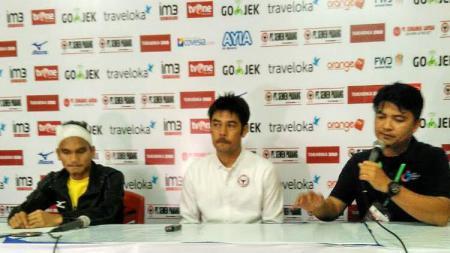 Riko Simanjuntak dan Nilmaizar saat mewakili Semen Padang dalam konferensi pers jelang hadapi Persipura. - INDOSPORT