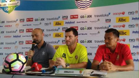 Pelatih Sriwijaya FC, Oswaldo Lessa dalam konferensi pers jelang melawan Persib Bandung. - INDOSPORT