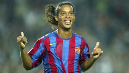Ronaldinho saat masih aktif bermain untuk Barcelona. - INDOSPORT