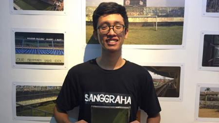 Seorang pewarta foto Nugroho Sejati, yang menuliskan buku kisah penggusuran Stadion Lebak Bulus. - INDOSPORT