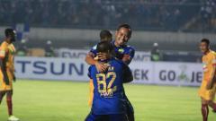 Indosport - Kapten Persib Bandung, Atep Rizal saat berselebrasi usai bobol gawang Sriwijaya FC.