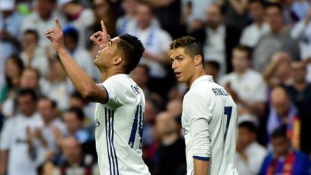 Casemiro dan Cristiano Ronaldo saat masih bermain bersama di Real Madrid. - INDOSPORT
