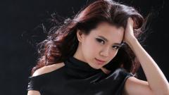 Indosport - Penampilan cantik ganda campuran Malaysia, Goh Liu Ying mencuri perhatian saat menghadiri gala dinner BWF World Tour Finals 2019 yang digelar di Guangzhou, China pada hari ini, Senin (09/12/19).