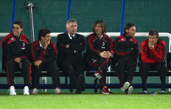 Carlo Ancelotti dan para pemain AC Milan. Copyright: Ryan Pierse/Getty Images
