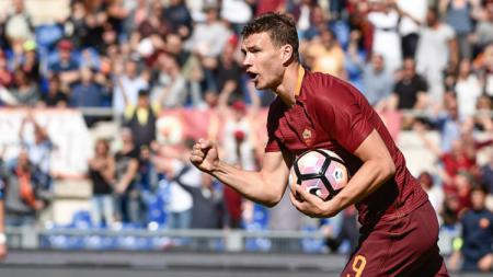 Striker andalan AS Roma, Edin Dzeko. - INDOSPORT