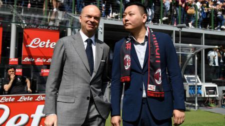 David Han Li (kanan) dengan CEO baru AC Milan, Marco Fassone. - INDOSPORT