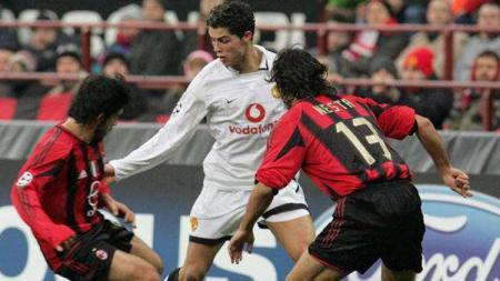 Cristiano Ronaldo saat dikawal ketat oleh Alessandro Nesta dan Gennaro Gattuso - INDOSPORT