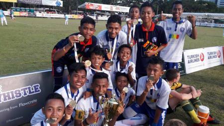Anak-anak muda Akademi Arema U-14 keluar sebagai juara di ajang JSSL Singapura. - INDOSPORT