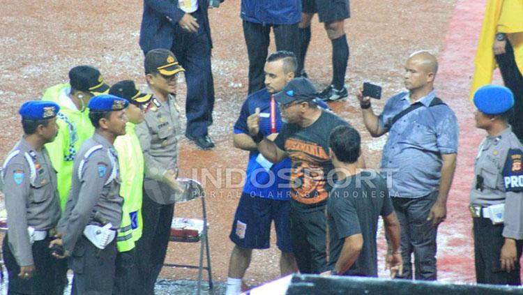 Iwan Setiawan saat melatih Pusamania Borneo FC. Copyright: Muhammad Ginanjar