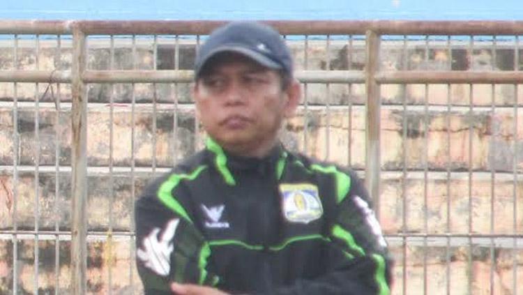 Pelatih sementara Persiba Balikpapan, Hariyadi. Copyright: Teddy Rumengan/INDOSPORT