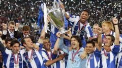 Indosport - Selebrasi Pemain FC Porto juara Liga Champions tahun 2003/04.