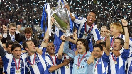 Selebrasi Pemain FC Porto juara Liga Champions tahun 2003/04. - INDOSPORT