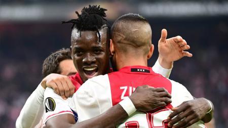 Bertrand Traore rayakan gol keduanya ke gawang Lyon. - INDOSPORT