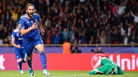 Selebrasi Gonzalo Higuain usai membobol gawang Monaco. - INDOSPORT