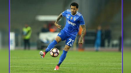 Bek kanan Juventus, Dani Alves. - INDOSPORT