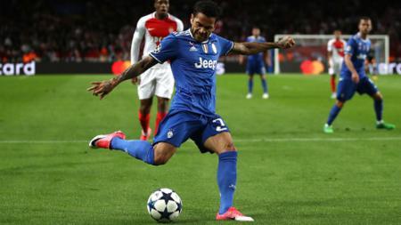 Dani Alves saat melawan AS Monaco - INDOSPORT