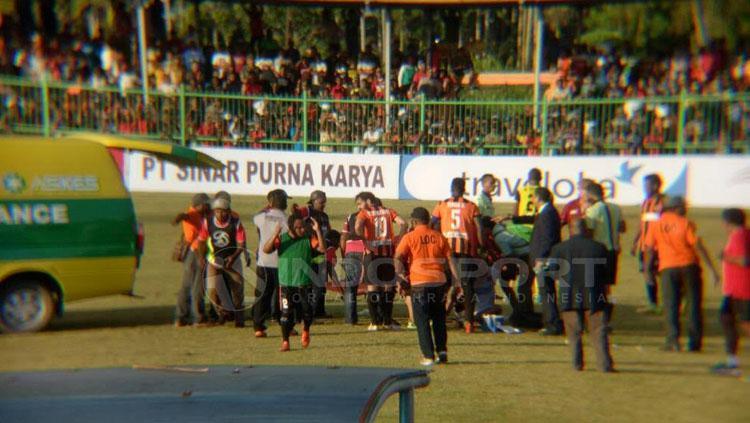 Insiden kontra Perseru Serui, Pemain PSM Makassar nyaril meninggal. Copyright: Muhammad Nur Basri/INDOSPORT