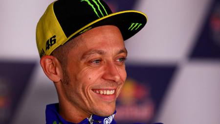 Pembalap Yamaha, Valentino Rossi dalam konferensi pers. - INDOSPORT